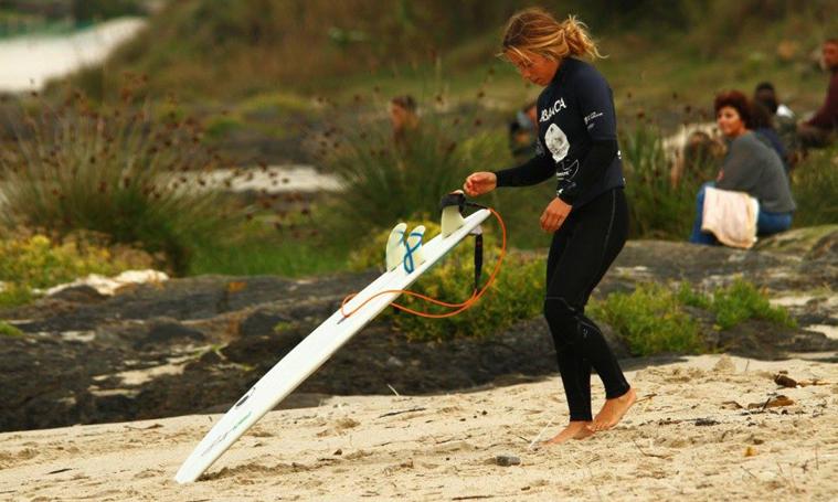 PAULA FRAGA – Surfista